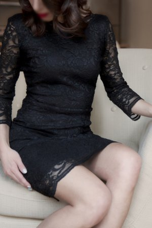 Ziva escort in Beachwood