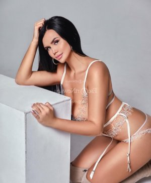 Fatema live escort in Griffith