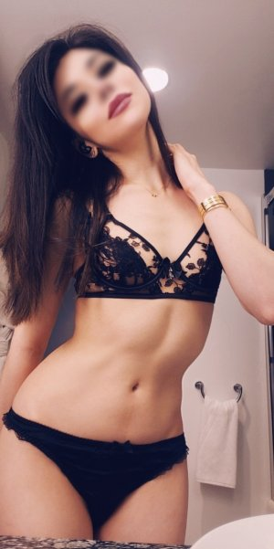 Hadiatou live escort in Monroe