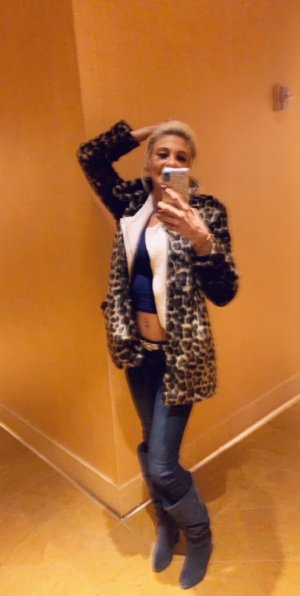 Kleane escort in Broadlands VA
