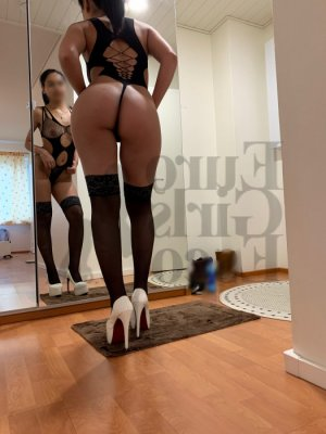 Milvia escort in Bainbridge Island